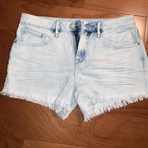 light wash blue jean shorts from pacsun
